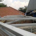 Merangkai truss rangka baja ringan rumah puri bintaro