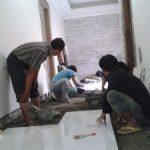 Pemasangan ezzensa ukuran 80 x 80 di rumah puri bintaro