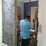 Pembongkaran kusen area renovasi rumah puri bintaro