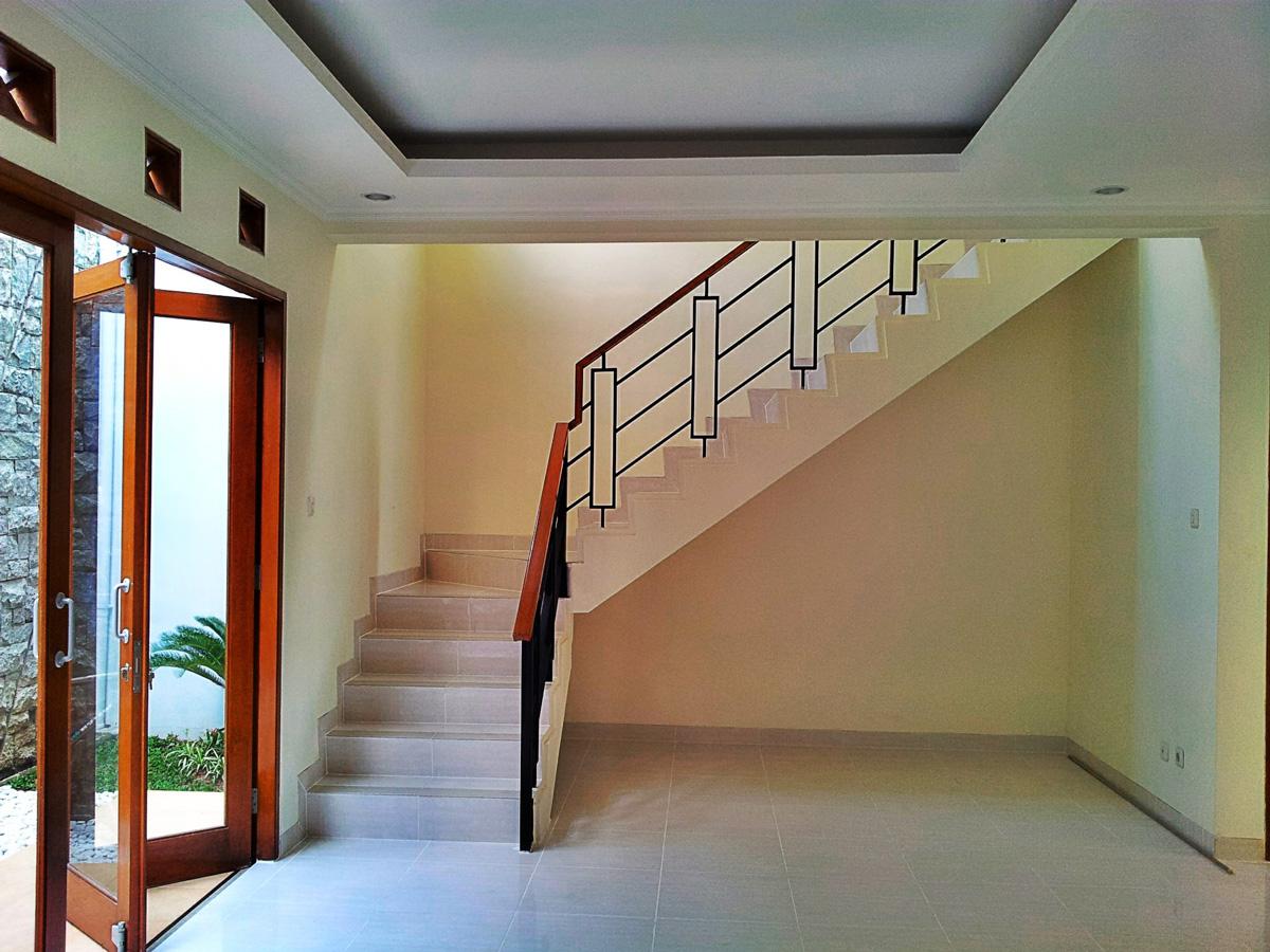 Finishing tangga rumah minimalis puri bintaro
