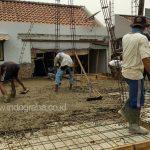 Cor plat lantai 2 dengan beton mix dan pompa beton rumah minimalis cikeas