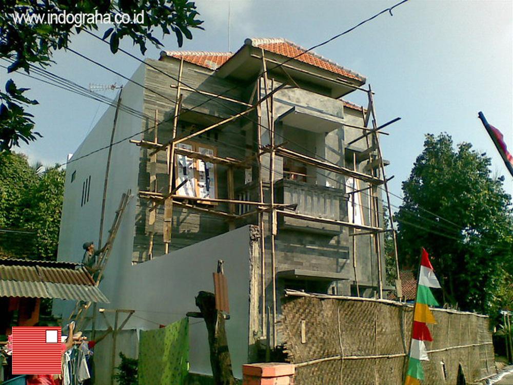 Progress pemasangan batu alam dan plester aci tampak depan rumah purwokerto